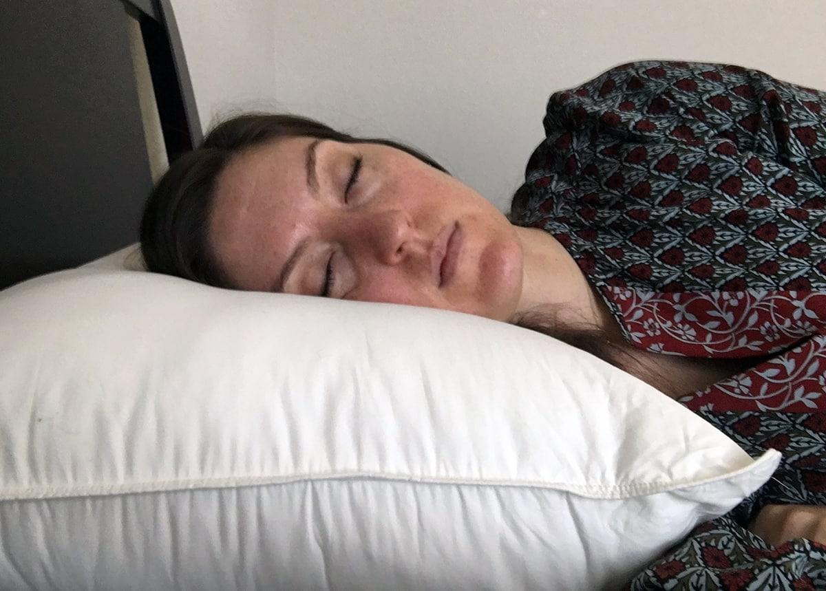 Brooklinen Mid Plush Down Alternative Pillow Review