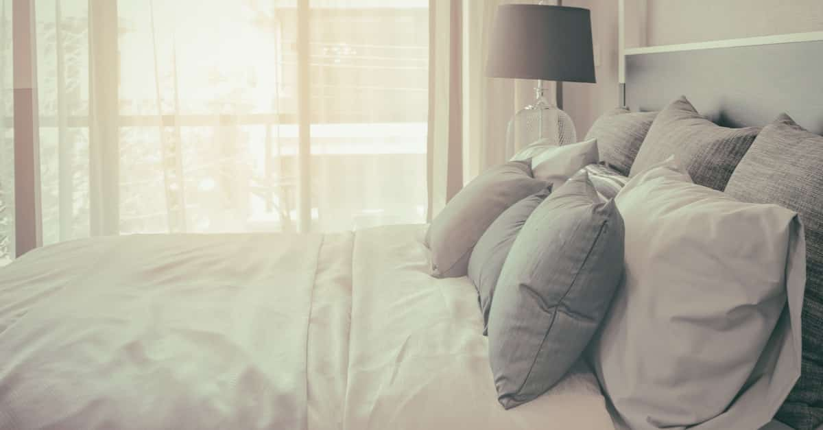 duvets and comforters what is the difference and what should you buy. Black Bedroom Furniture Sets. Home Design Ideas