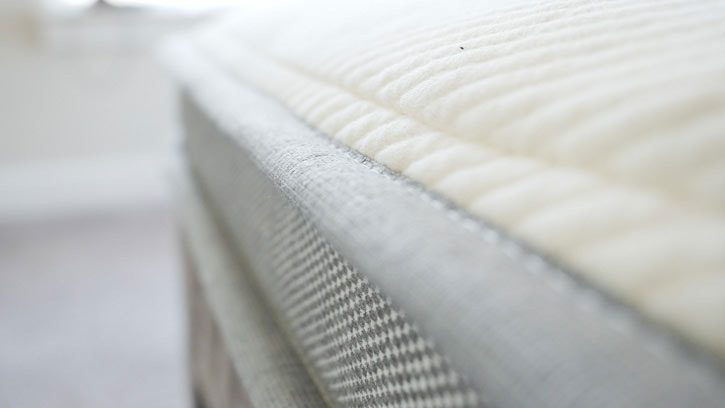 A close up of a hybrid mattress.